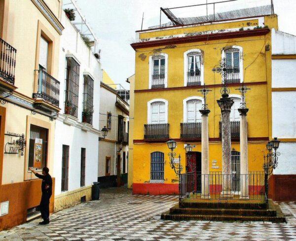 Calle de las Cruces en Barrio Santa Cruz en Sevilla