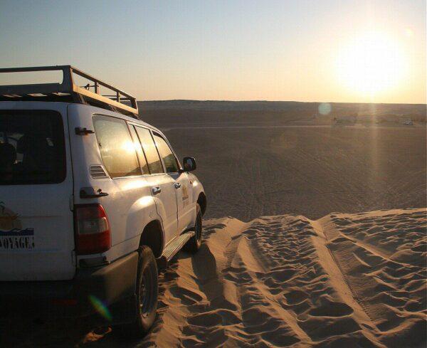 Atardecer en las dunas del desierto de Tozeur en Túnez