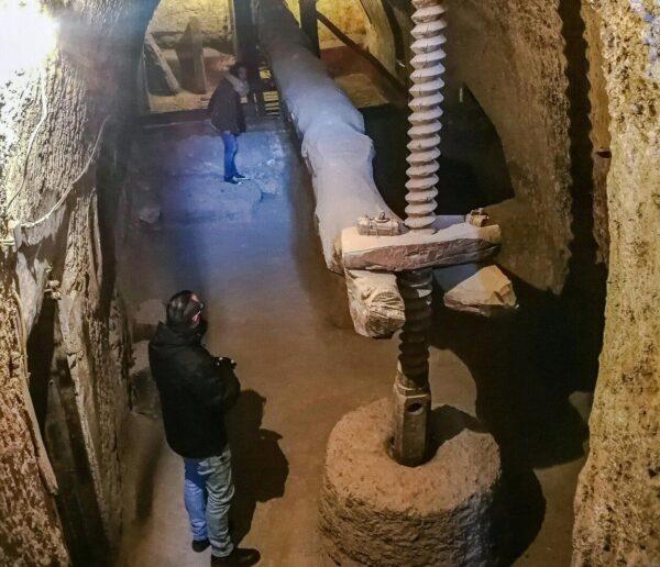Bodega tradicional en cueva en Barrio de Bodegas de Cigales