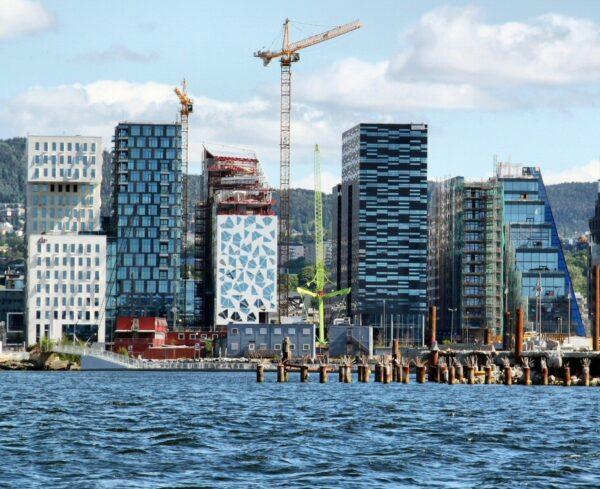 Moderna zona portuaria de Bjorvika en Oslo