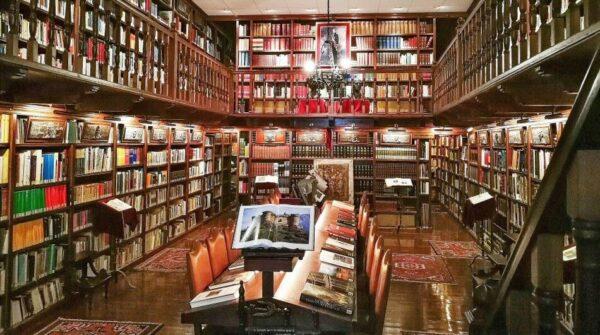 Biblioteca de Bodegas Mocén en Rueda en Valladolid