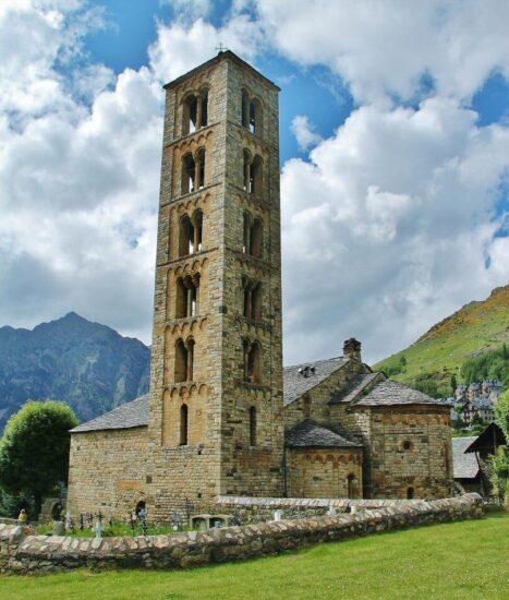 Iglesia románica de Sant Climent de Taüll en el Valle de Boí en Lleida