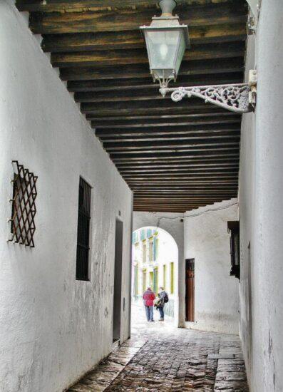 Pasaje en Barrio de Santa Cruz en Sevilla