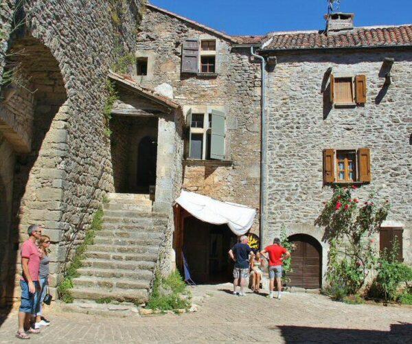 Rincón del pueblo templario de La Couvertoirade al sur de Francia
