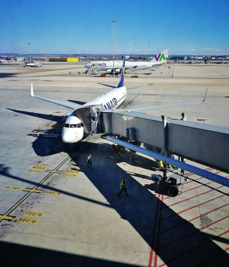 Avión de Ryanair en aeropuerto de Madrid