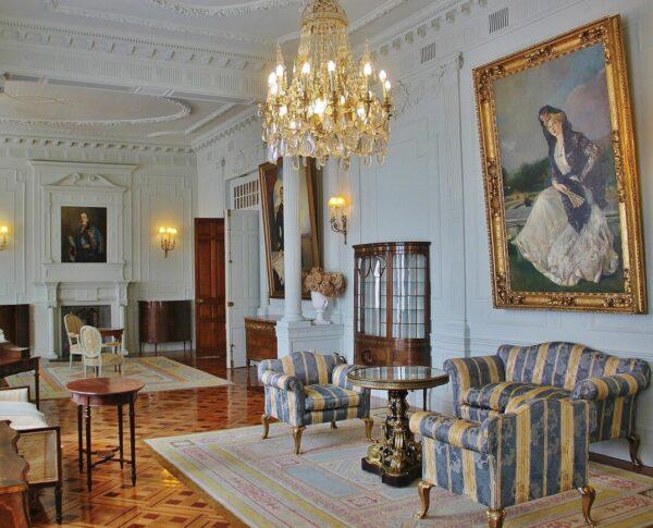 Salón de la Familia en el palacio de la Magdalena en Santander