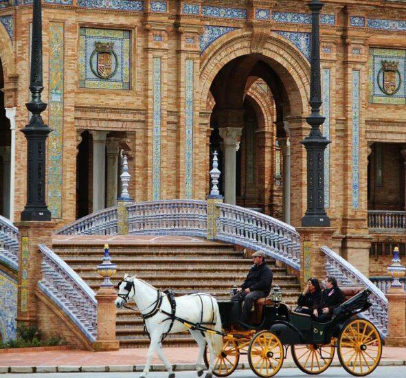 Plaza de España en parque de Maria Luisa en Sevilla
