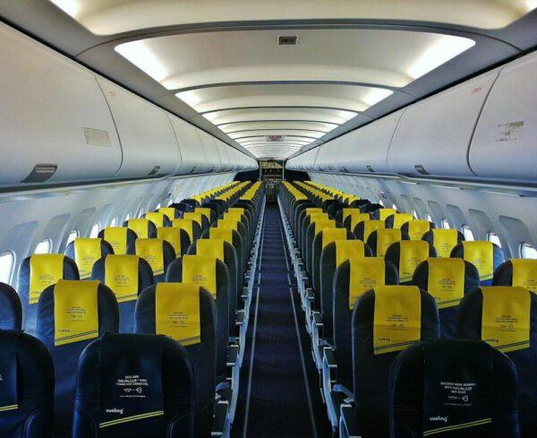 Interior de avión de Vueling