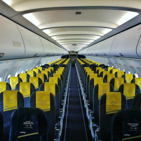 Interior de un avión de Vueling