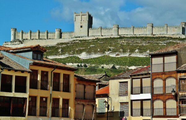 Castillo de Peñafiel en la Ribera del Duero en Valladolid