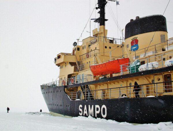 Crucero en rompehielos Sampo en Kemi en Laponia Finlandia