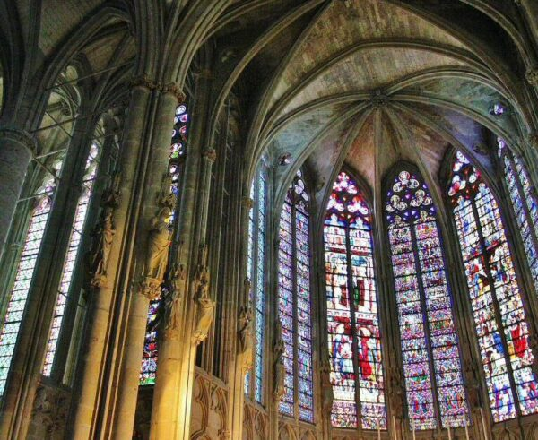 Basílica de Saint Nazaire en Carcasona al sur de Francia