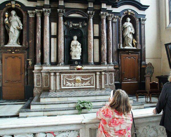 Escultura La Virgen y el Niño de Miguel Angel, Madonna de Brujas