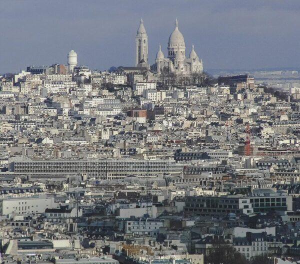 Vistas del Sagrado Corazón desde la Torre Eiffel en París