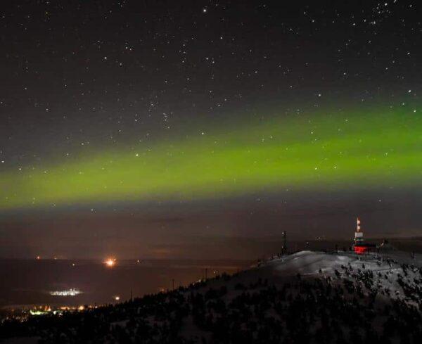Aurora boreal en Kuusamo en Laponia de Finlandia