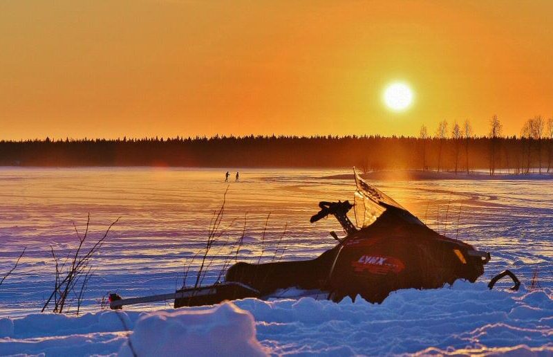 Paisajes nevados en Kemi en Laponia de Finlandia