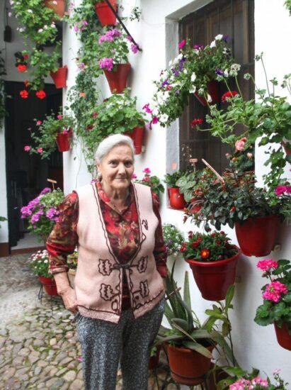 Marina, propietaria de una casa con patio en el centro histórico de Córdoba