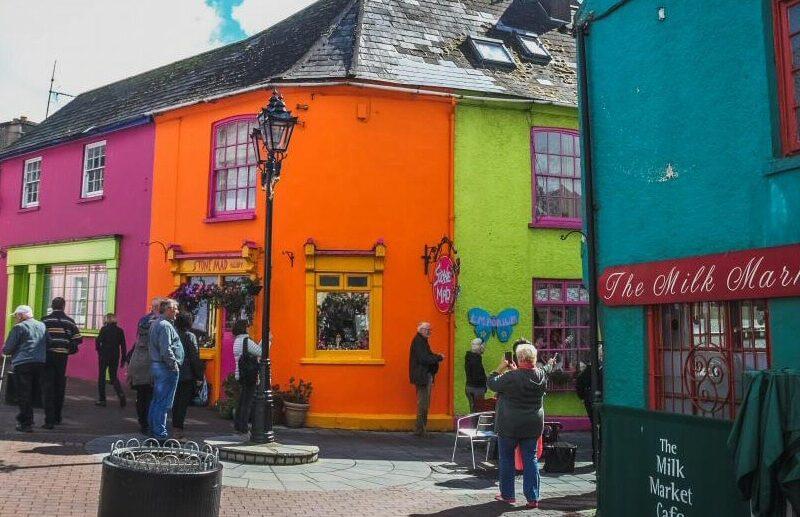 Casas de colores en Kinsale cerca de Cork en Irlanda