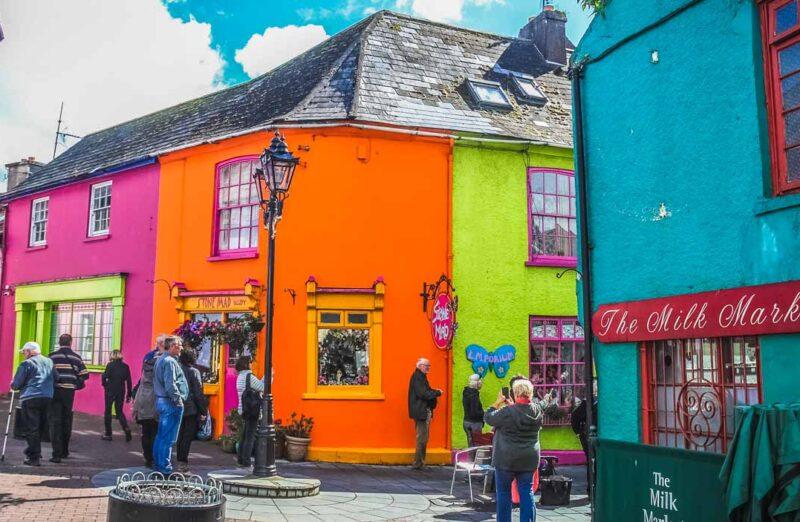 Casas de colores en Kinsale cerca de Cork al sur de Irlanda