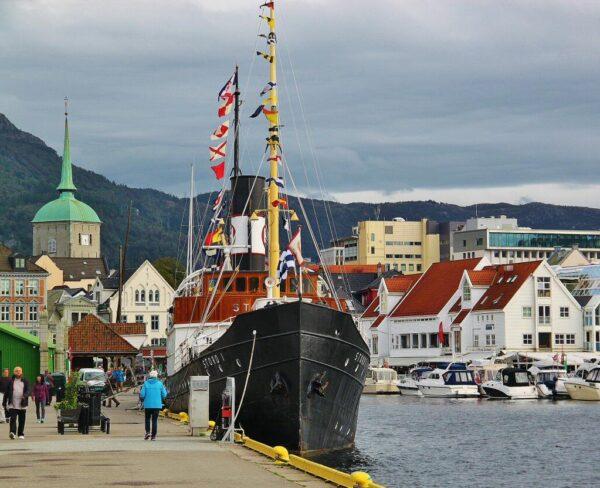 Puerto de Bergen en los Fiordos de Noruega