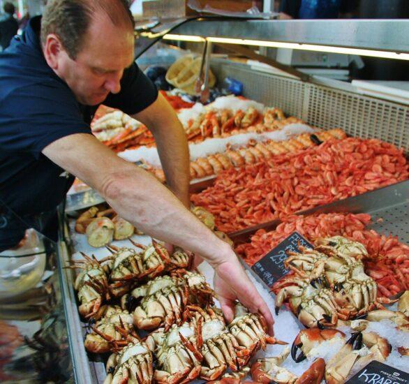 Mercado de pescado en el puerto de Bergen