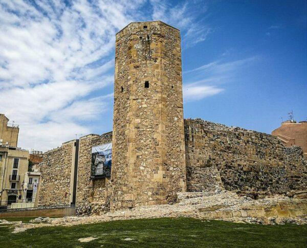 Torre de las Monjas en la muralla romana de Tarragona