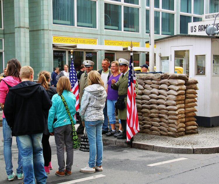 Berlin Checkpoint Charlie FB 002 2