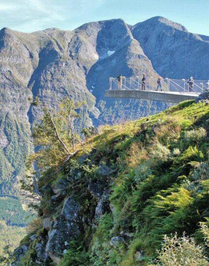 Plataforma mirador en los Fiordos de Noruega