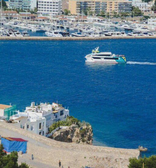 Puerto de Ibiza desde el mirador de la plaza de la Catedral