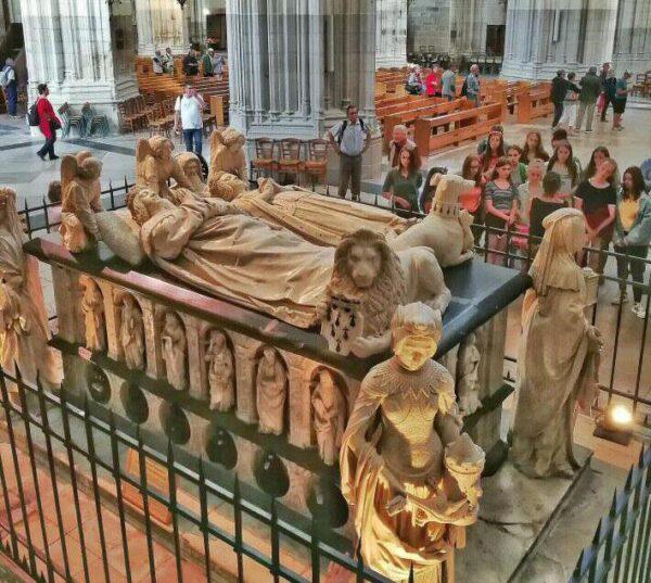Sepulcro en la catedral gótica de Nantes