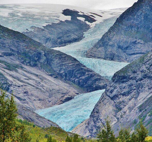 Lengua de Nigardsbreen del glaciar Jostedal en los fiordos noruegos