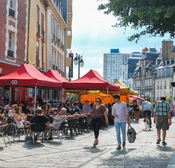 Plaza de San Miguel en centro histórico de Rennes en Bretaña Francia