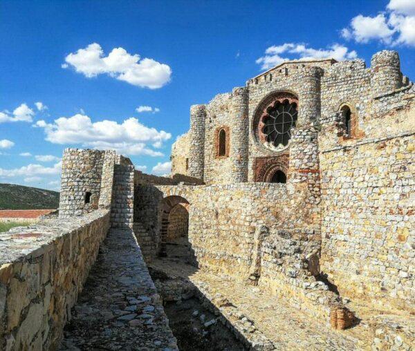 Castillo-Convento de Calatrava la Nueva al sur de Ciudad Real