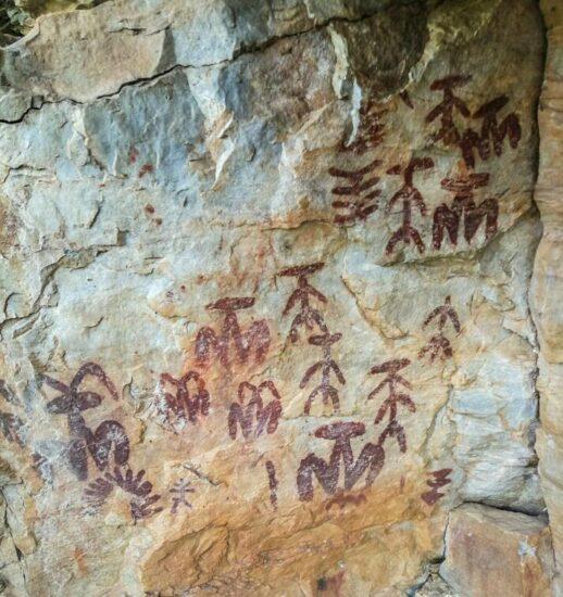Pinturas rupestres de Peña Escrita en Sierra Madrona en Ciudad Real