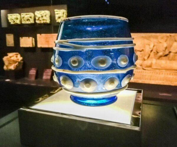 Vaso relicario del siglo XI en museo Santa Cruz de Poitiers