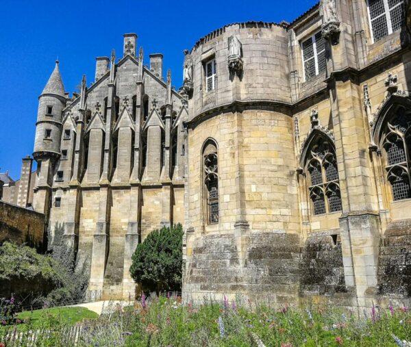 Palacio de los Condes de Poitiers en Poitiers al oeste de Francia