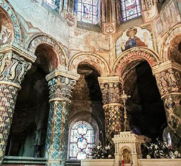 Decoración mural en la iglesia de Santa Radegonda en Poitiers