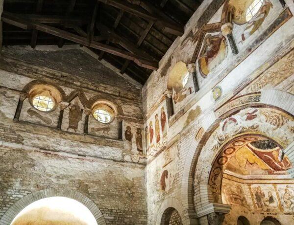 Pinturas murales en Baptisterio de Poitiers
