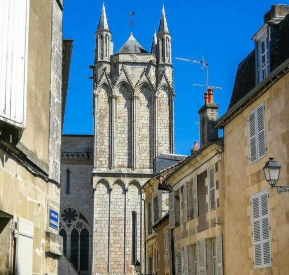 Centro histórico de Poitiers al oeste de Francia