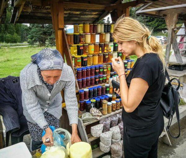 Yonka Bakardhieva en un mercadillo de Bulgaria
