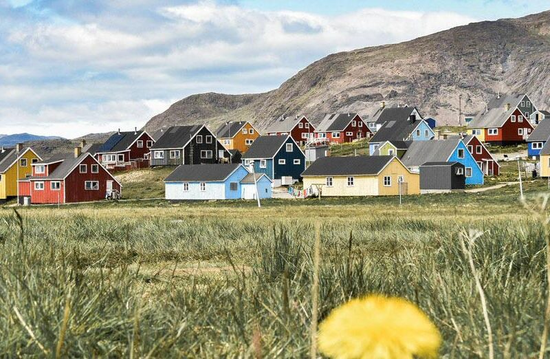Casas de colores en Narsaq en Groenlandia