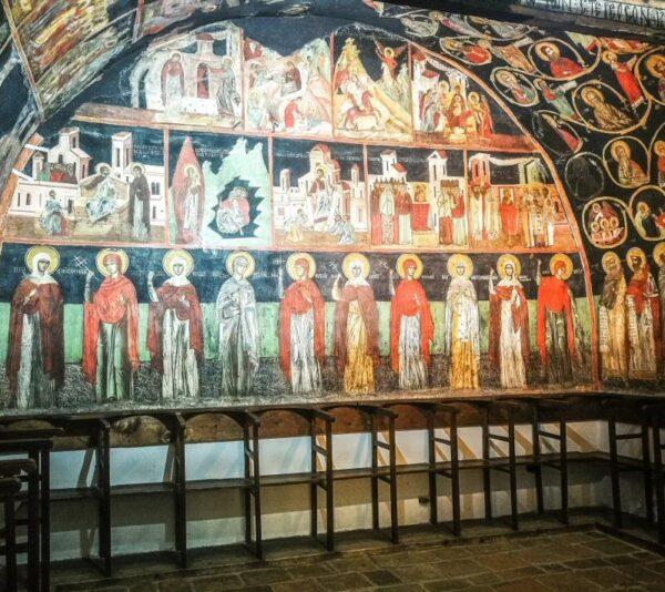 Pinturas murales en la iglesia de Arbanasi en Bulgaria