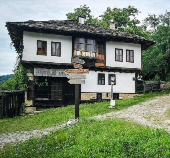 Arquitectura rural en Bozhensti en Bulgaria