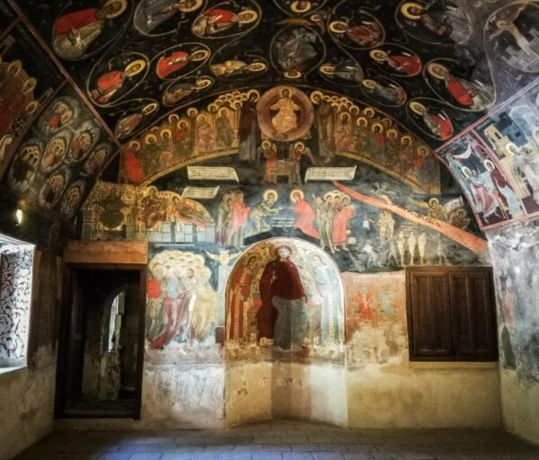 Antiguo refectorio el monasterio de Bachkovo en Bulgaria