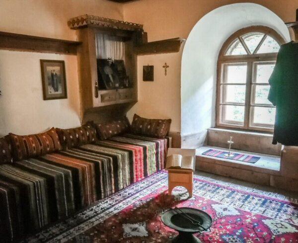 Rincón interior del monasterio de Rila en Bulgaria