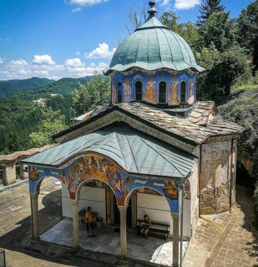 Monasterio Sokolski cerca de Gabrovo en Bulgaria
