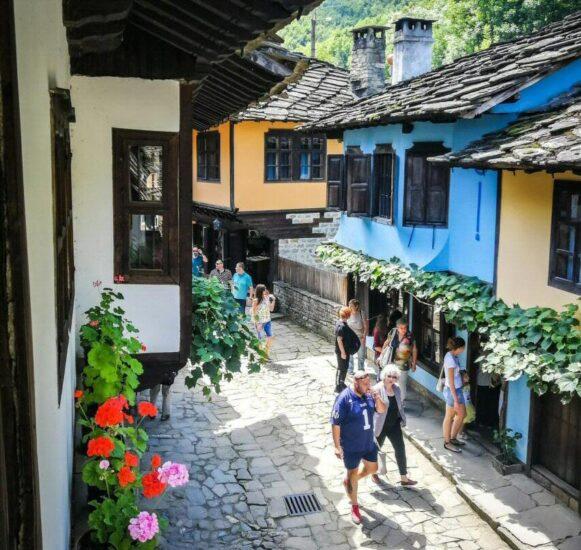 Calle de los Artesanos del museo Etara en Gabrovo en Bulgaria