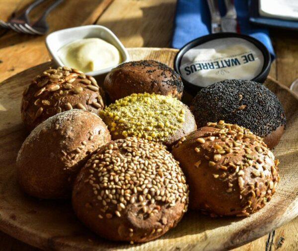 Selección de panes en un restaurante de La Haya en Holanda