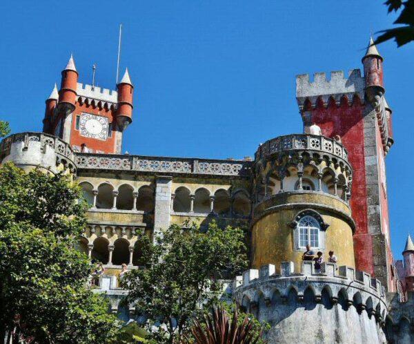 Palacio da Pena en la Sierra de Sintra cerca de Lisboa en Portugal