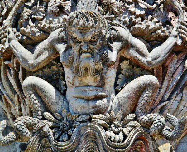 Figura del Tritón en palacio da Pena de Sintra